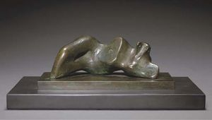 Henry Moore - Reclining Figure; Ombilic