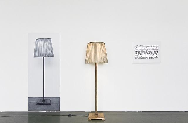Une et trois lampes 1965 de joseph kosuth for Art conceptuel oeuvre